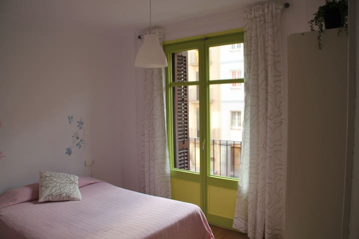 Comfortable flat for travel lovers  - Manresa - Bed & Breakfast