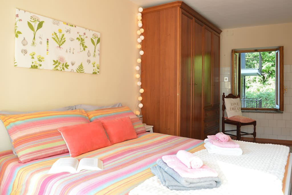 Traduci Camera Da Letto Matrimoniale : Comfy apartment in gran paradiso park appartamenti
