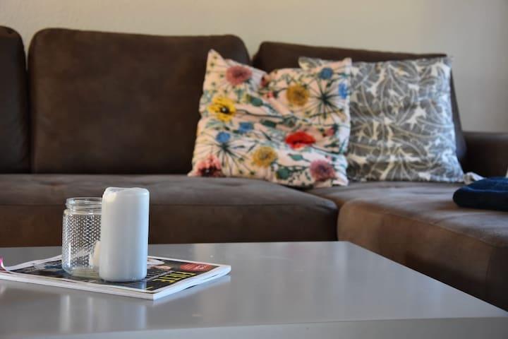 Zum Ausruhen lädt das Sofa im oberen Stockwerk ein...