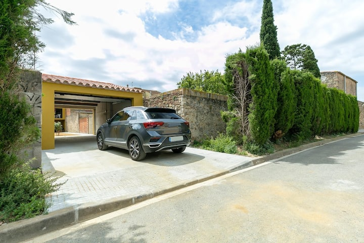 Beautiful house with garden in Castelló d'Empuries.