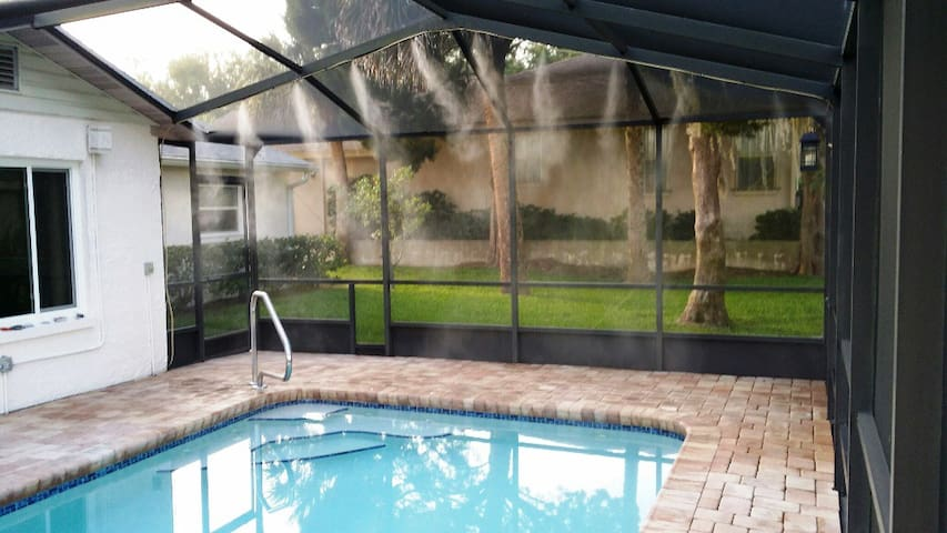 Waterfront, Heated Saltwater Pool - Crystal River - Casa