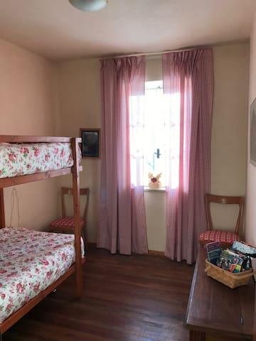 Camera bambini con letto a castello