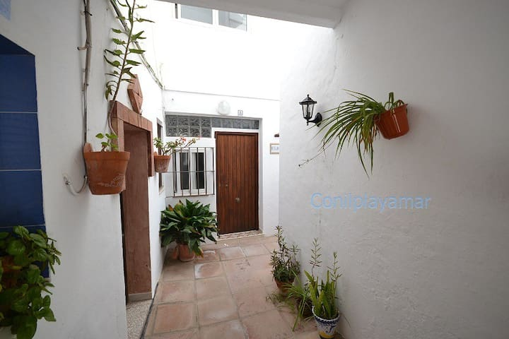 Patio Andaluz House, in the heart of Conil