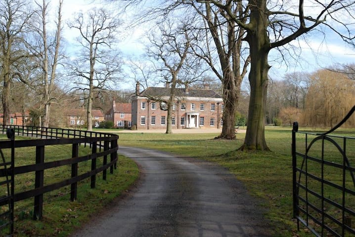 Stunning Country House  - Hillington