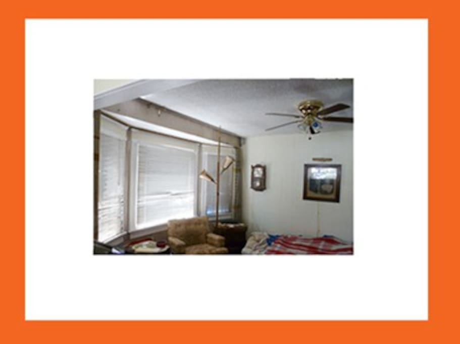 Close blinds or open for lots of natural daylight.