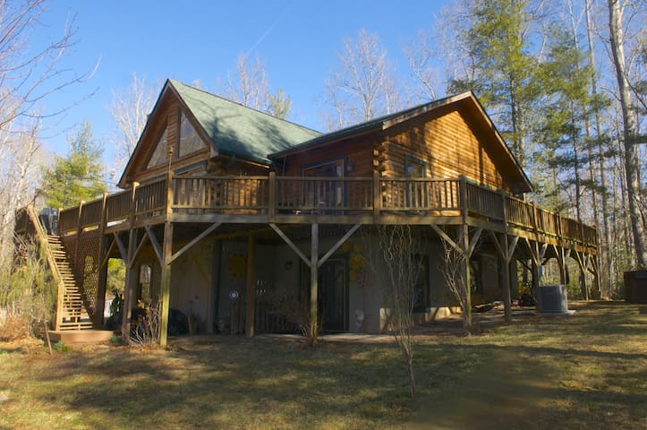The Roost- Secluded 3200 sqft Cabin - Fairview - Kabin