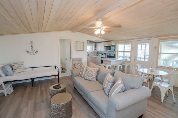 Great Beach Bungalow - Close to the Gulf!