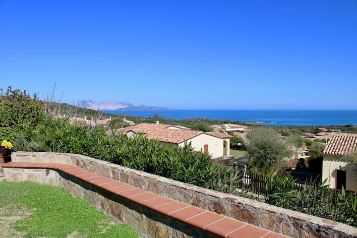 Wonderful sea view angular villa, with 2 bedrooms and 1 bathroom for 6 persons. Your stay in total r