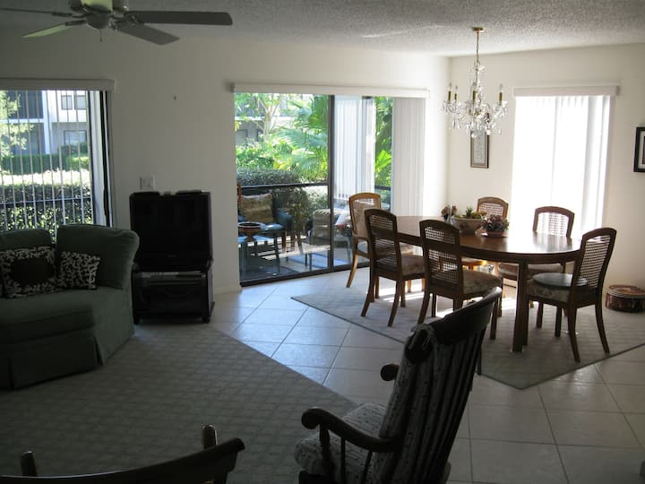 Quiet condo with pool and private beach access