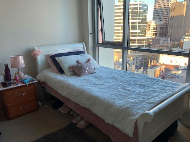 bed in double shared room Sydney CBD short term