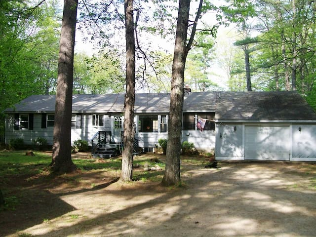 Renovated Lake House with Game Room - Ossipee - บ้าน