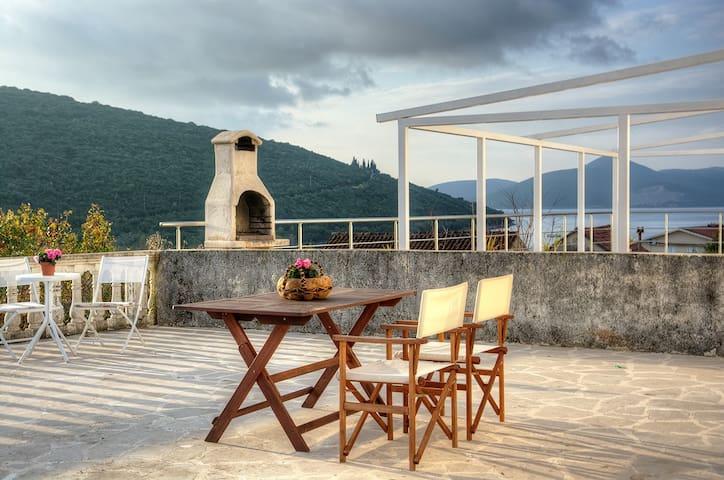 2-storey luxury villa Bigova - Бигово - Dom