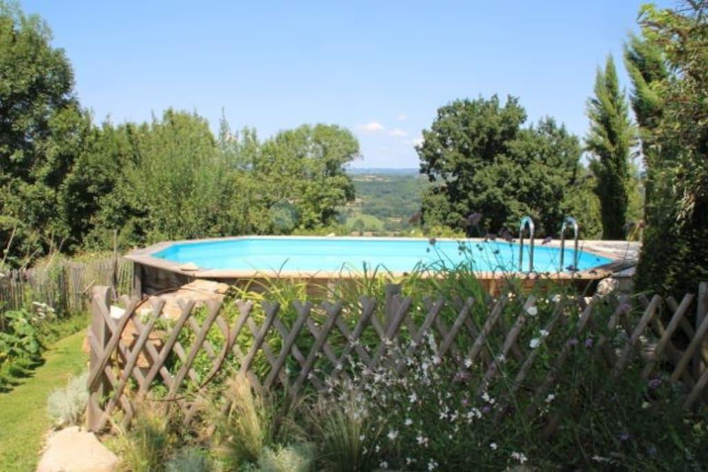 la vue sur la vallée de la Dordogne et le château de Castelnau