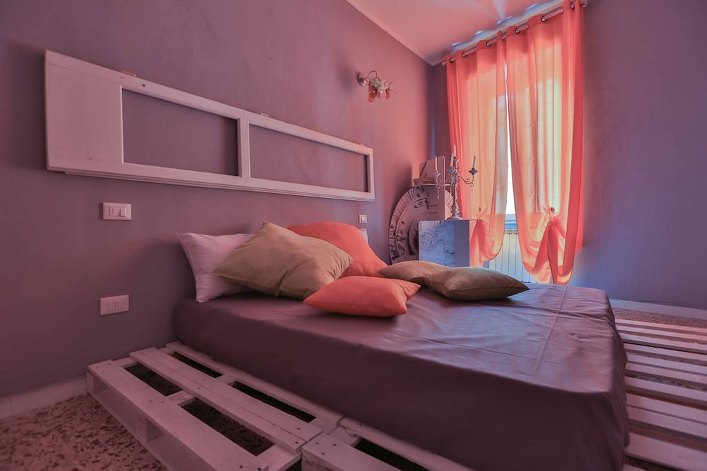 THE ORANGE ROOM OF CIAO BELLA is a big double bedroom, colorfull, creative design and forniture