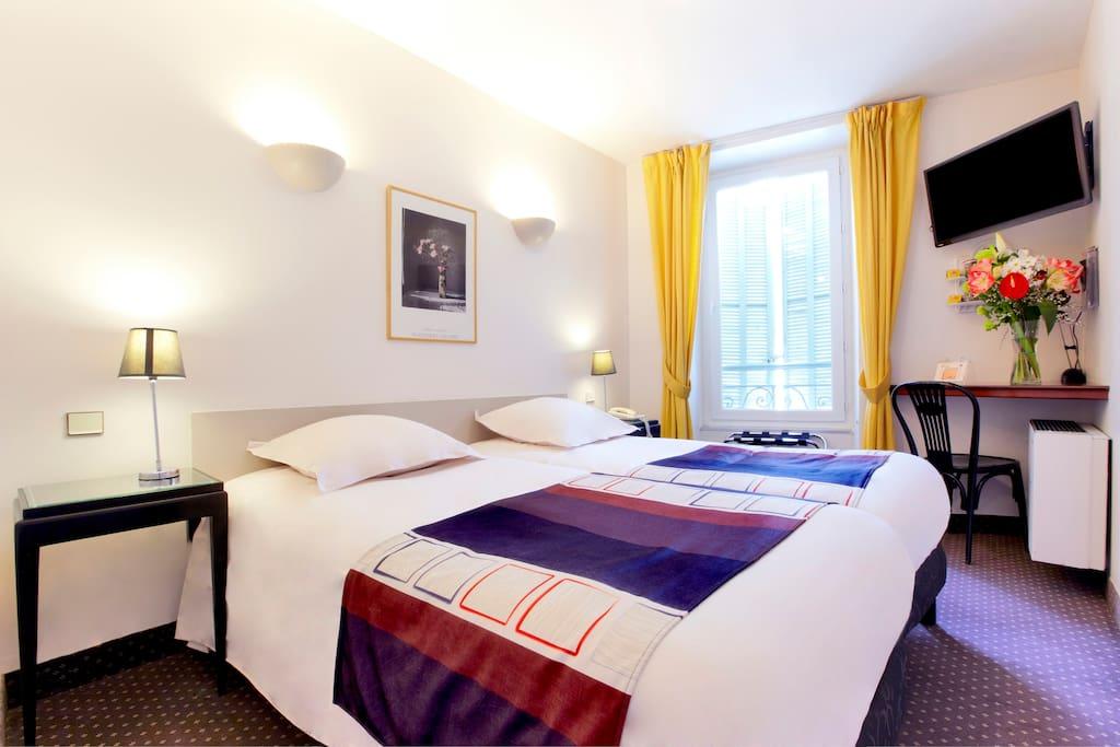 les clefs de la ville tout confort chambres d 39 h tes louer n mes languedoc roussillon france. Black Bedroom Furniture Sets. Home Design Ideas