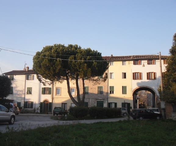 Roses, flowers and colours - Lucca, Fraz. Nave - Bed & Breakfast
