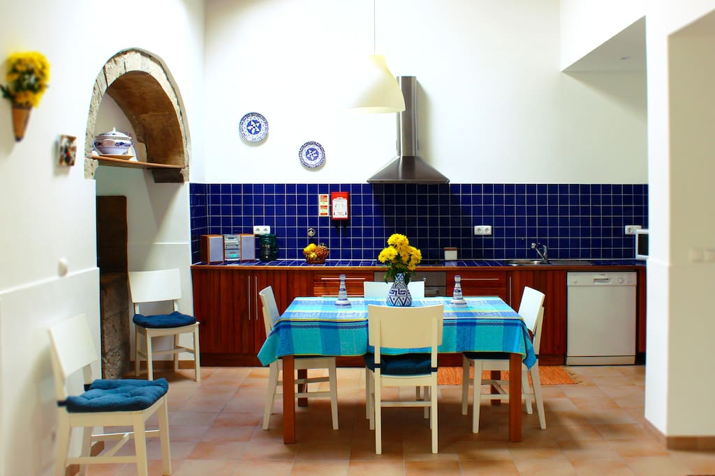 Spacious, well equipped Kitchen - has cooker, oven, microwave, boiler, toaster, blender, refrigerator, washing machine, dishwasher, radio,  and an Azorean traditional firewood oven!
