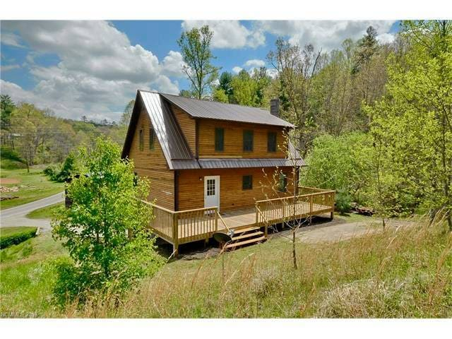 Arrowood: Creekside quiet 25 min from Asheville!