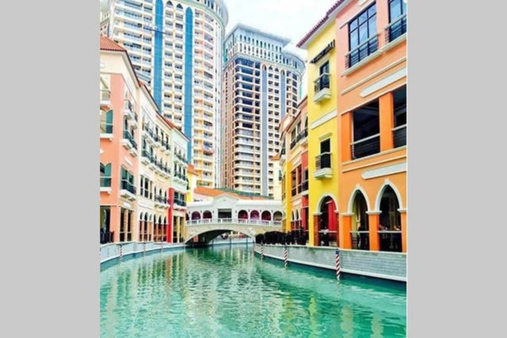 3-mins walk to Venice Grand Canal Mall/Venice Piazza