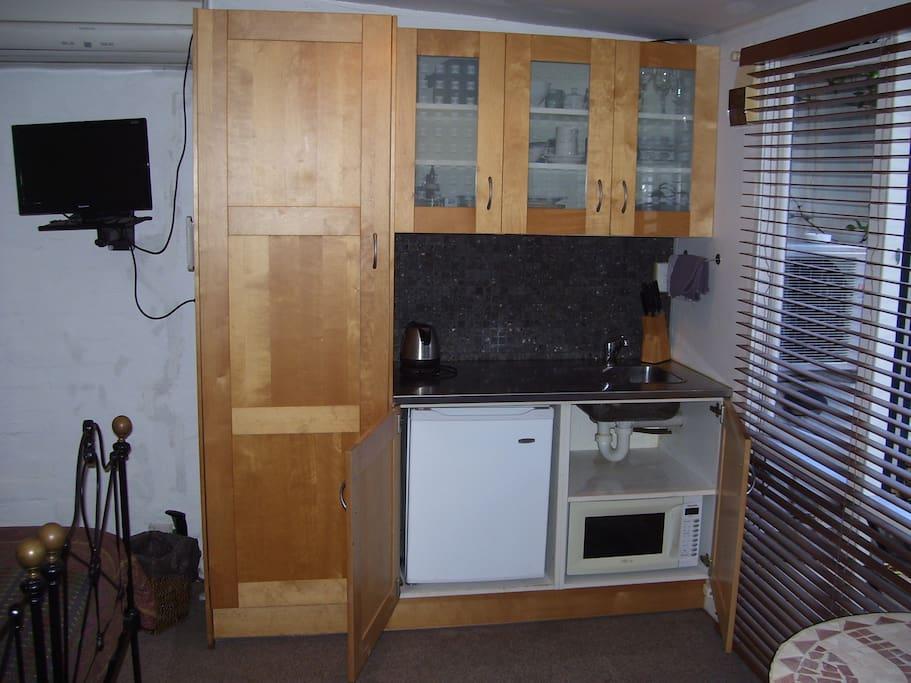Digital T.V. Fridge. Wi Fi. Microwave Oven. Fully equipped kitchenette.