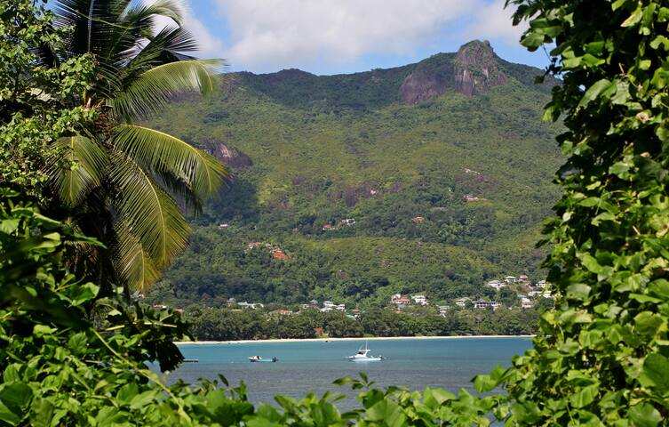 2-bedroom apartment close to Beau Vallon beach