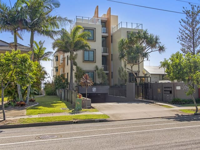 Southern Gold Coast Beachfront - Bilinga - Apartment