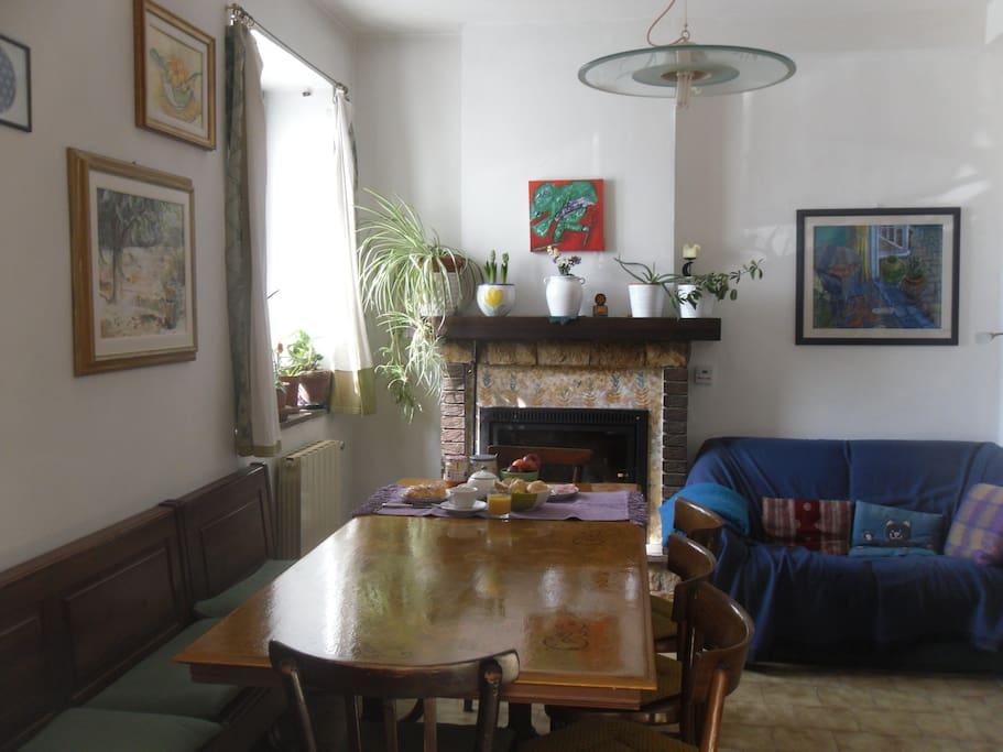 Spazio in comune, tavolo dove servo la colazione