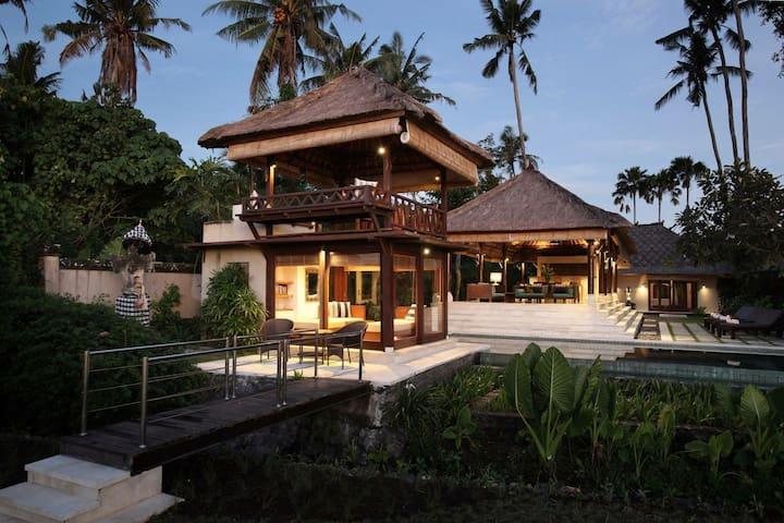 Luxurious pool overlooks lush ricefield sunsets !