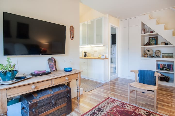 Super chic cottage near downtown, zoo and beaches