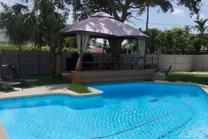 Brand New Home HEATED Pool and BBQ