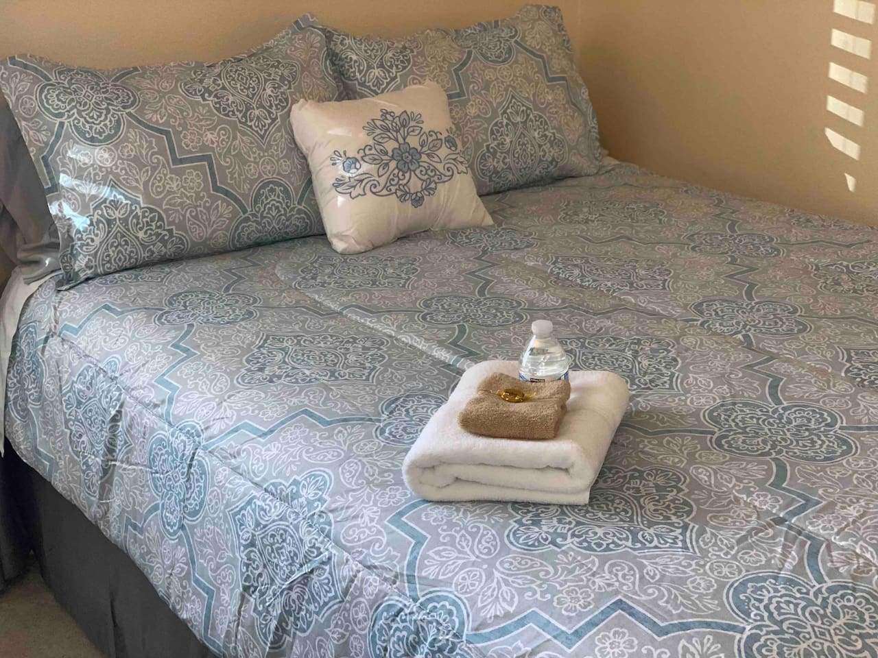 Comfy Queen Tempur-Pedic bed will help you relax after a hard days work and soothe you to sleep