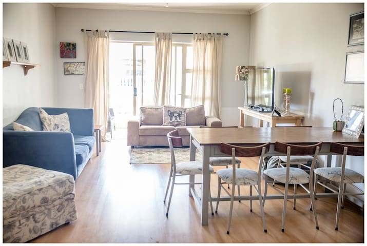 Bright & modern 2 bed apartment in safe complex - Cape Town - Apartment