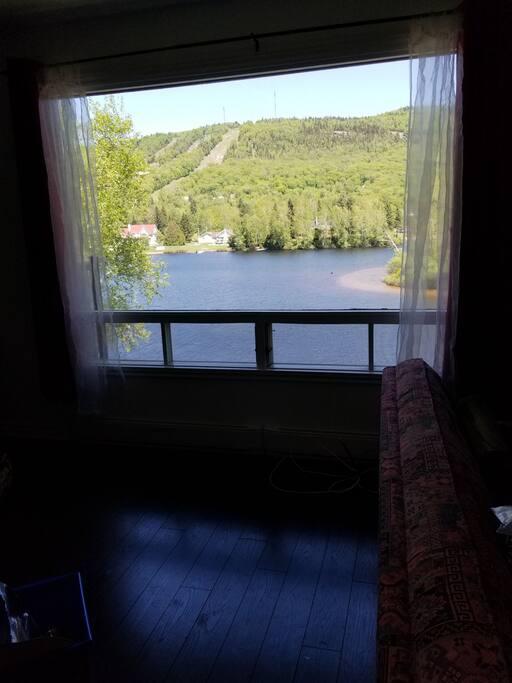 Belle vue du salon sur le lac blanc