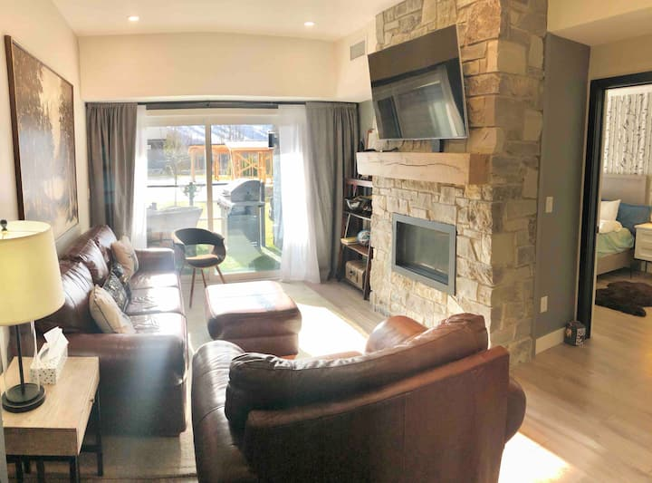 Chalet monthly rental. Ground floor opportunity!!