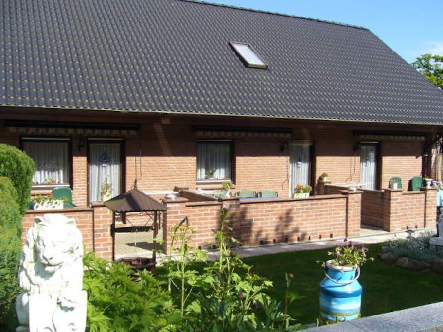 Wiese und Terrassen