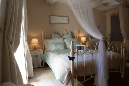 Double room in medieval B&B - Caylus