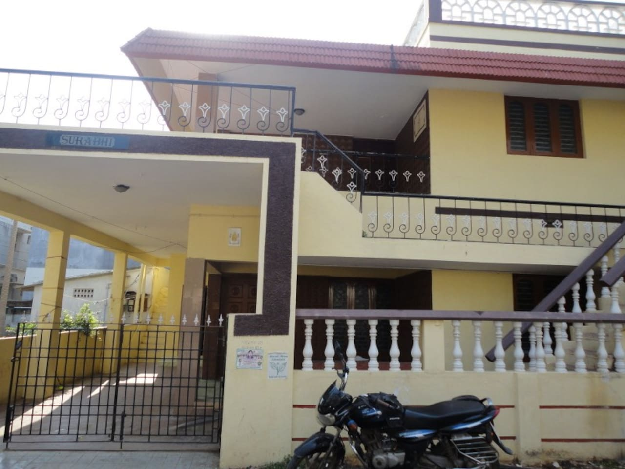 Individual house with two apartments (g+1) in a decent colony.Close to Airport.Well connected to all parts of the clty by public transport.Well secured.