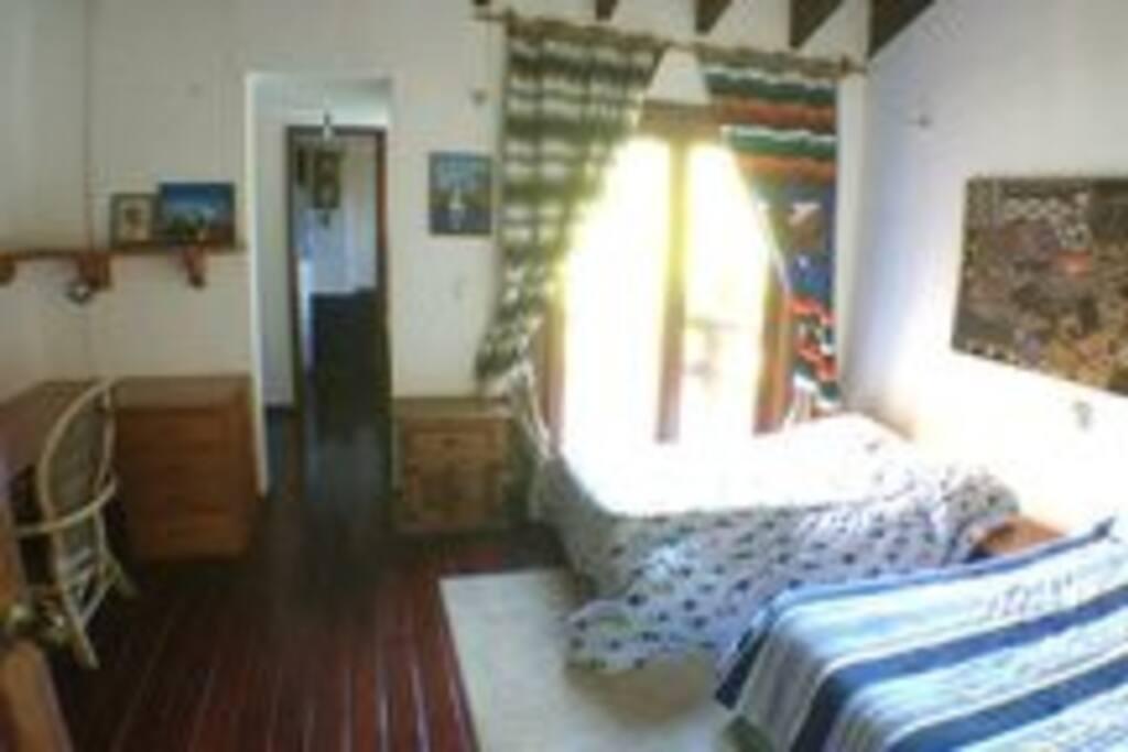 Habitación con dos camas para una pareja y un niño o tres personas