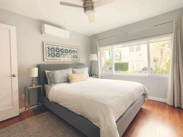 NEWLY REMODELED upscale 2-bedroom in Mission Beach