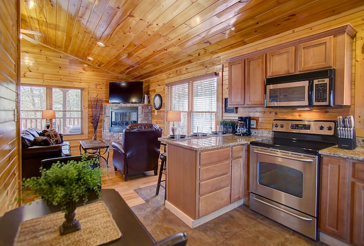 PERFECTLY LOCATED & PEACEFUL Cabin in Gatlinburg