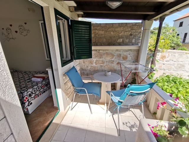 Mini Studio Cottage Bol Brac