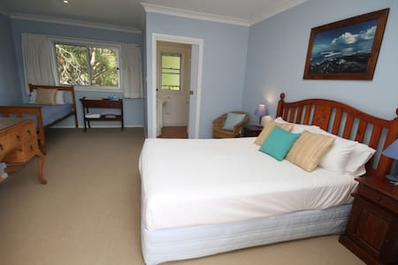 Private Room 1 - SurfSide Retreat - Old Bar - House
