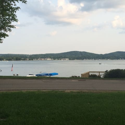 Cottage On Beautiful Lake Charlevoix - Boyne City - House