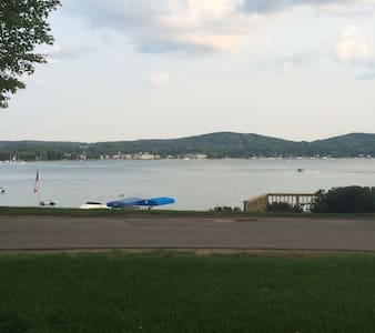 Cottage On Beautiful Lake Charlevoix - Boyne City - Talo