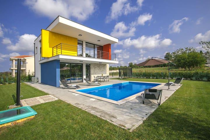 Modern Villa Tatiana with swimming pool - Vrvari - Ev