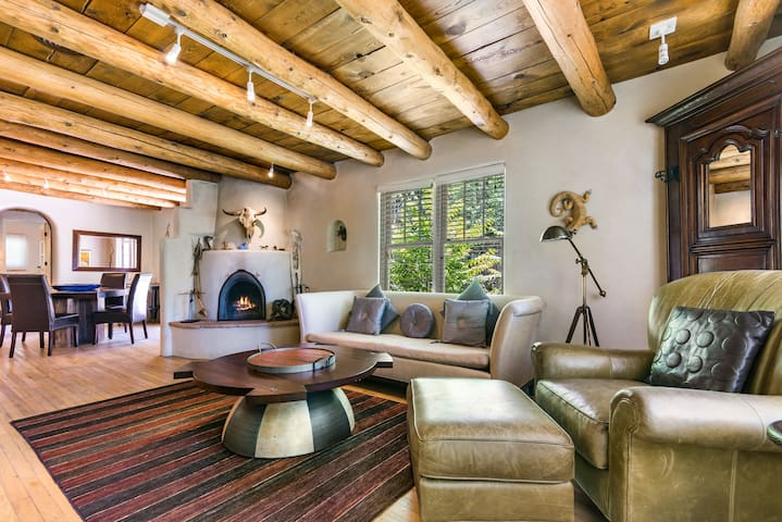 La Luz - Luxury on the East Side with a Hot Tub