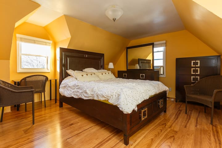 QUEENSIZE BEDroom, NYC 4 miles away - Teaneck - Casa
