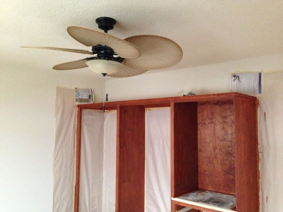 ceiling fans in all bedrroms