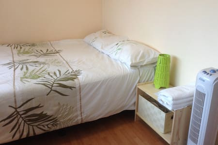 Single room with double bed - Matraville