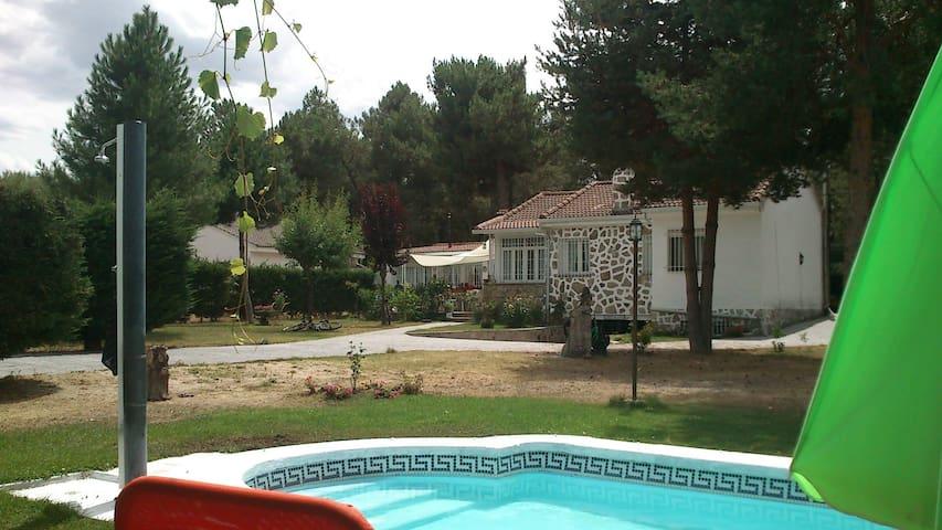 Casa rodeada de naturaleza antiestres. - Marugán - Lomamökki